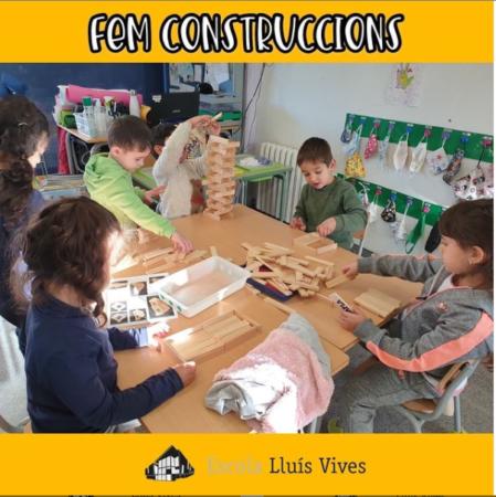 Els alumnes d'infantil juguen amb les construccions