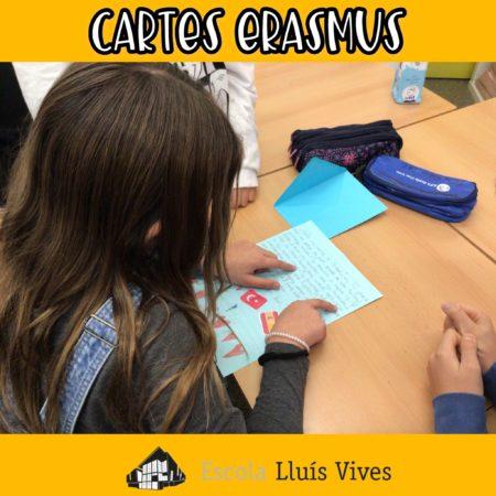 Alumnes de cicle superior llegeixen les cartes d'erasmus