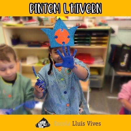Els alumnes d'infantil pinten amb els colors de l'hivern.