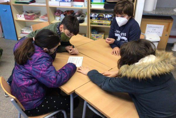 Els alumnes realitzen una activitat en rol cooperatiu