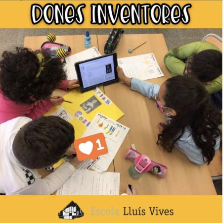 alumnes realitzen un treball cooperatiu sobre grans dones inventores